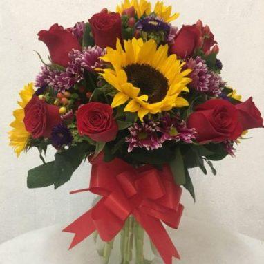 Arreglo floral con Girasoles y Rosas Rojas