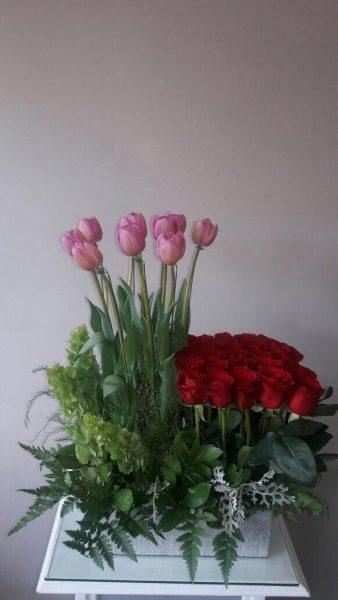 Tulipanes Rosas y Rosas Rojas