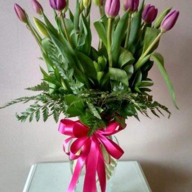 arreglo floral con 20 tulipanes