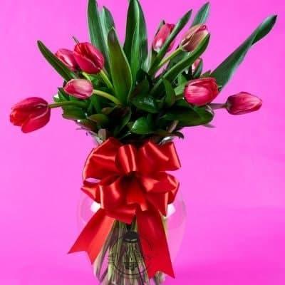 Arreglo floral de 10 tulipanes