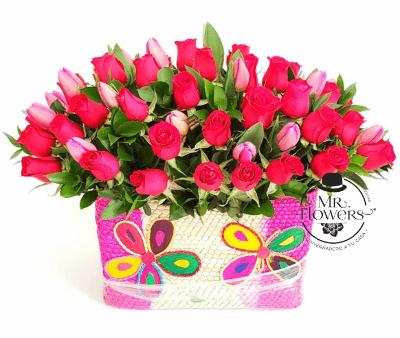 Canasta con 50 Rosas y 20 Tulipanes