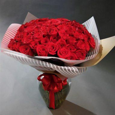 50 Rosas Rojas en Jarrón