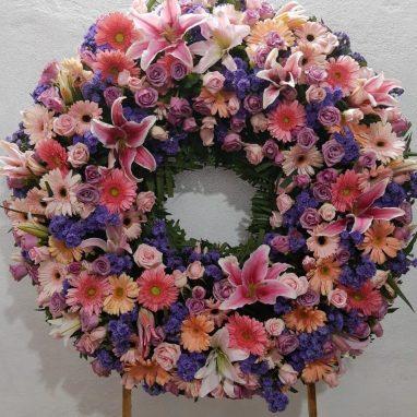 Corona Fúnebre en Tonos Rosas