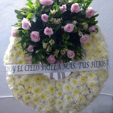 Corona Fúnebre Blanca con 24 Rosas