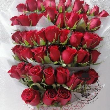 Ramo con 50 rosas zoom